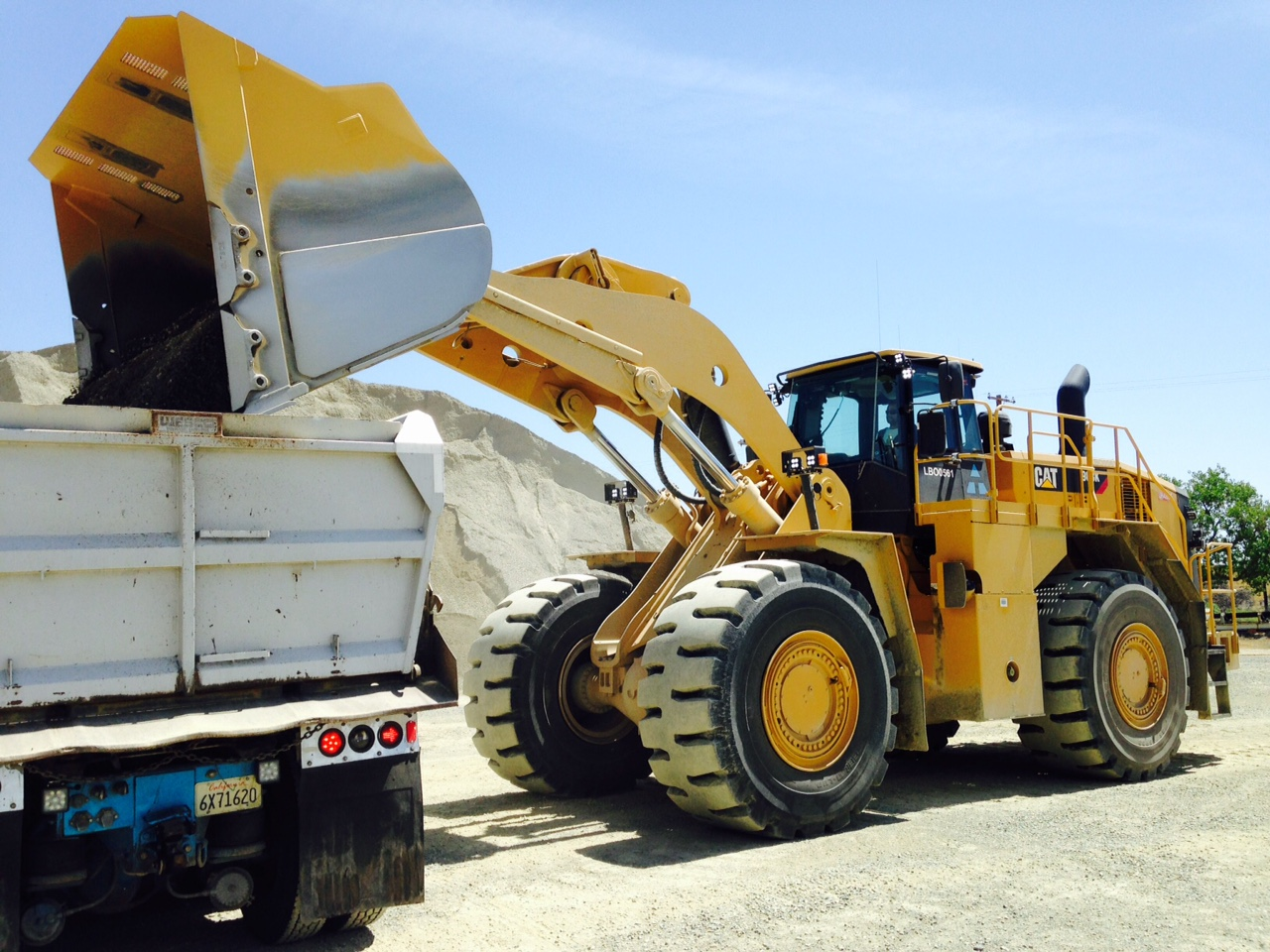 Photo of a loader on pile of aggregate
